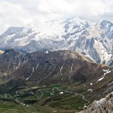 Skats no kādas virsotnes dolomītu Alpos
